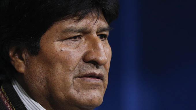 Avión donde viaja Evo Morales partió rumbo México tras escala técnica (+ videos)