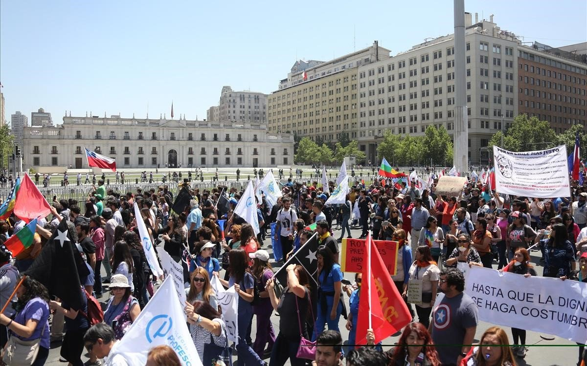 Marchan en Chile en huelga general (+ fotos y videos)