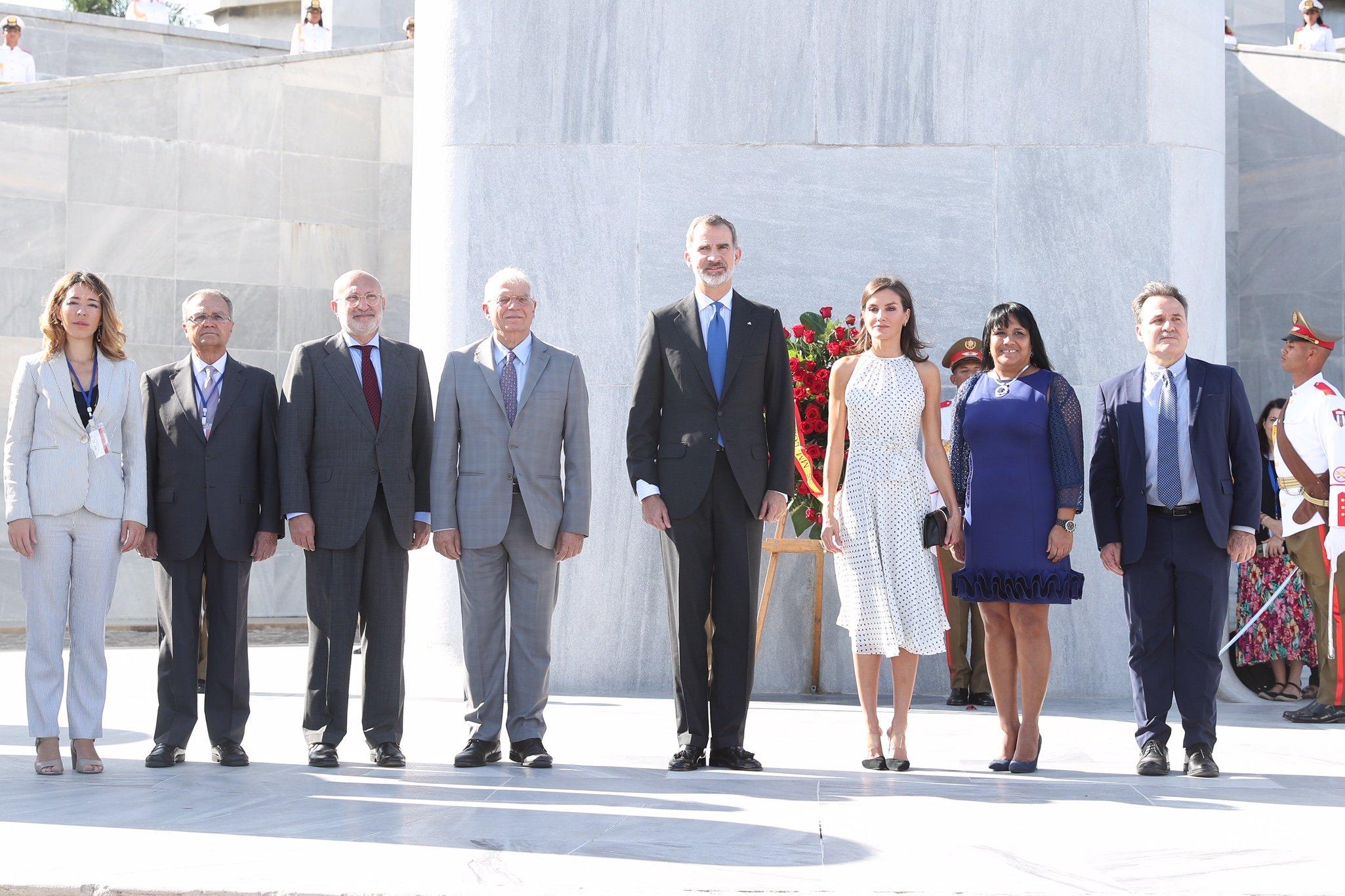 Reyes de España rinden homenaje a Martí en La Habana (+ fotos)