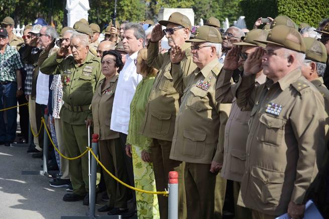 Ofrendas florales de Raúl Castro y Díaz-Canel en exequias de Harry Villegas (+fotos)