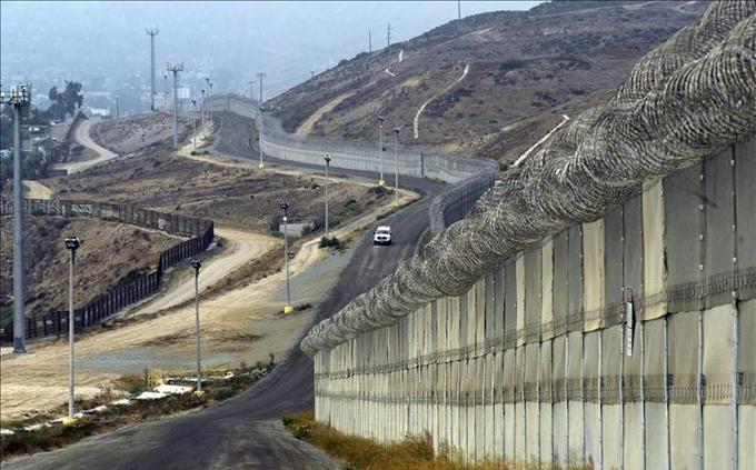 Investigarán contrato de empresa de EE.UU. para muro fronterizo