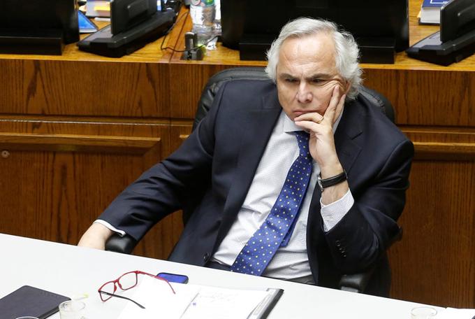 Senado de Chile decide futuro político de exministro (+video)