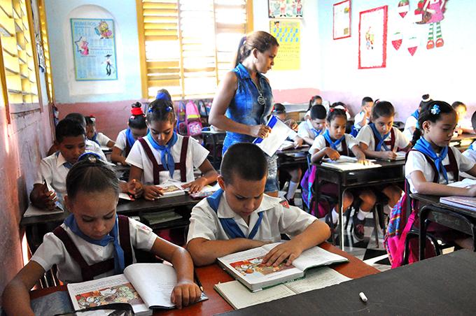 Preparan reinicio del curso escolar en Manzanillo