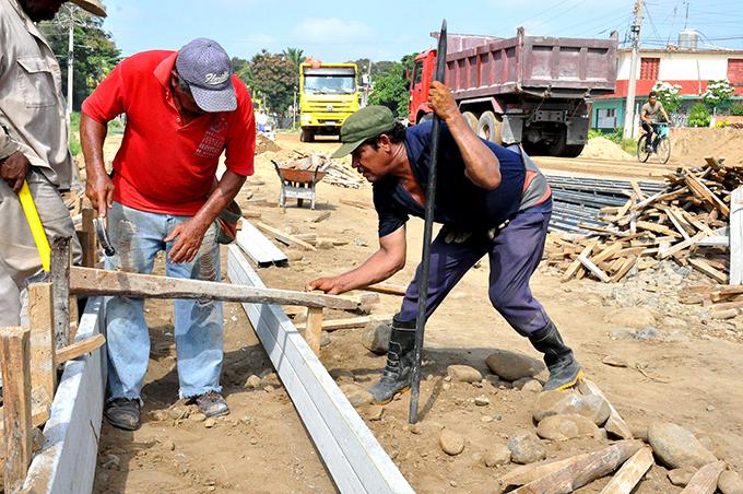 Felicita Lazo a constructores cubanos en su día