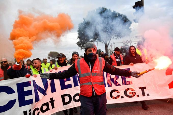 Paro en Francia contra reforma de jubilación cumple 26 días