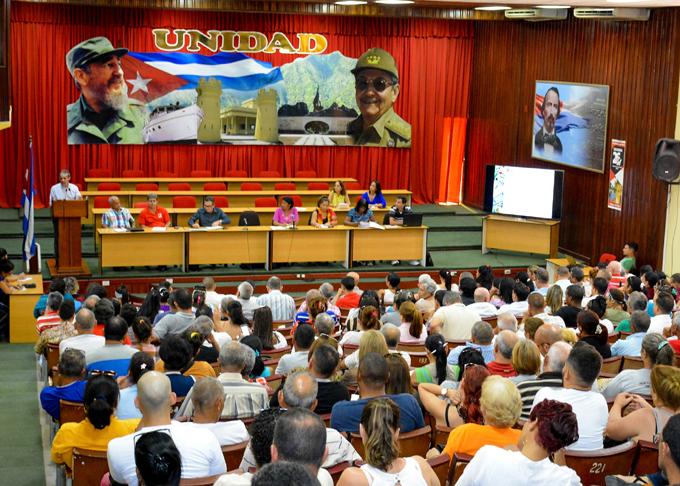 Normas  jurídicas del Consejo de Ministros prevén impulsar la economía (+fotos)
