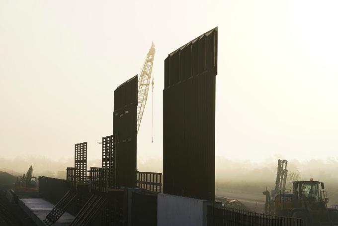 Juez impide uso de fondos militares en muro fronterizo de Trump