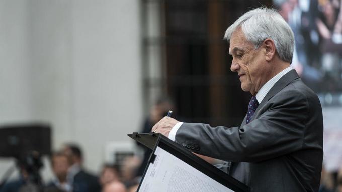 Llueven críticas a presidente de Chile por polémicas declaraciones