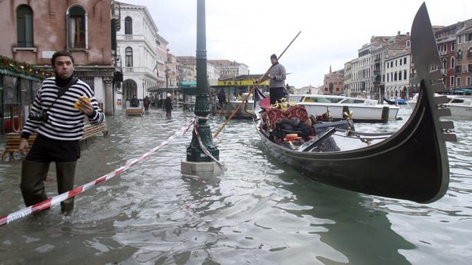 Expone artista italiano en COP 25 su alerta por salvar el planeta
