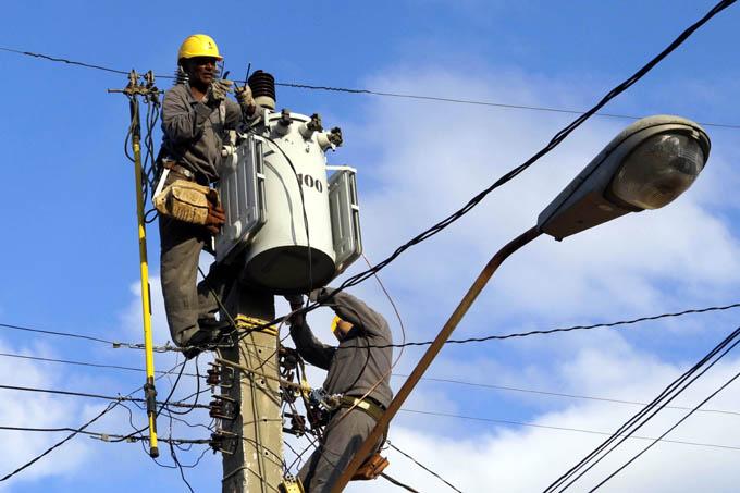 Granma sede nacional por el día del trabajador eléctrico (+video)