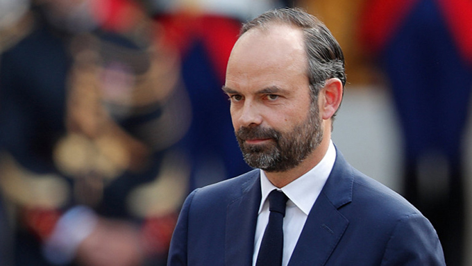 Primer ministro francés ignora protestas contra reforma de pensiones