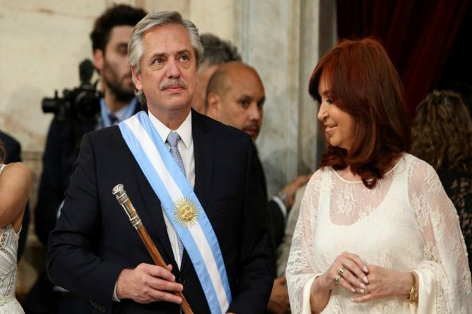 Con medidas apremiantes, presidente argentino inicia su gestión (+fotos)