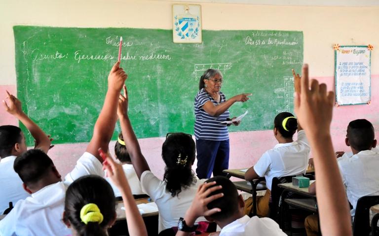 Más de 12 mil profesores cubanos regresaron a las aulas tras incremento salarial