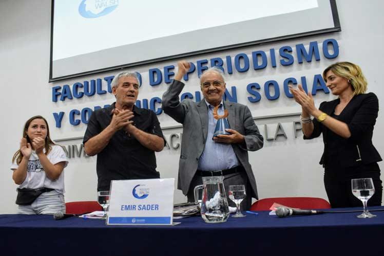 Sociólogo brasileño Emir Sader recibió el premio Rodolfo Walsh