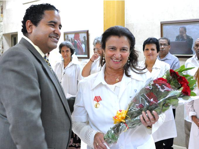 Condecoran a médicos bayameses (+fotos)