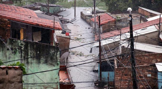 Sin agua ni luz 30 mil familias por temporal en Asunción, Paraguay