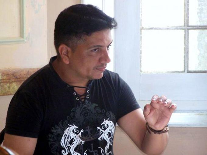 Gana poeta cubano Pérez Boitel premio de poesía Nicolás Guillén