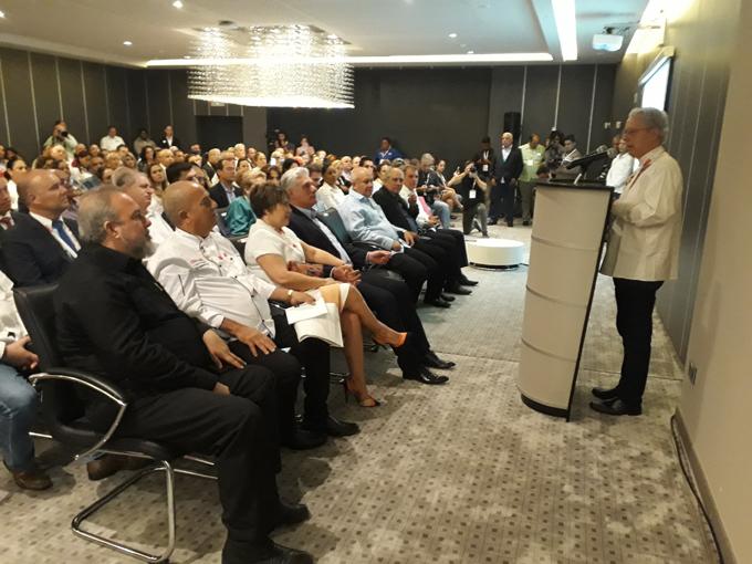 Presidente de Cuba asiste a evento culinario internacional