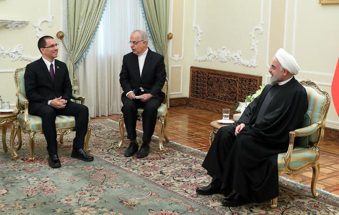 Presidente iraní estima crimen contra humanidad la política de EE.UU.
