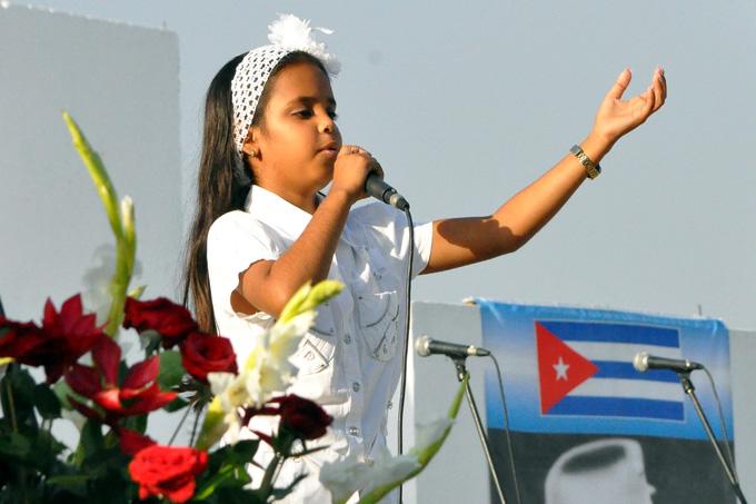 La niña que  le canta a Fidel y a la Revolución (+ video)