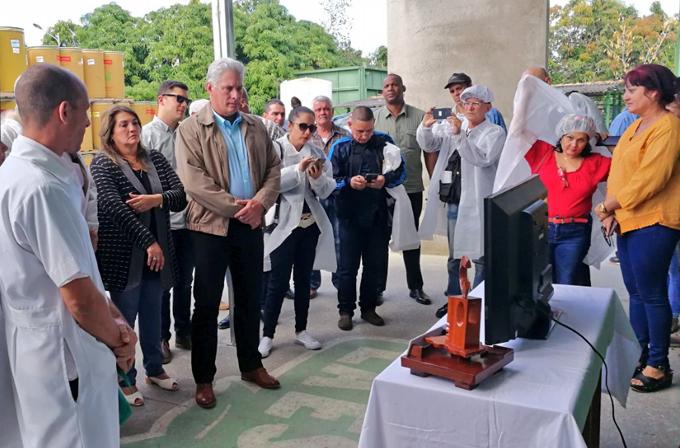 Presidente cubano insiste en eliminar trabas en la economía (+ fotos y video)