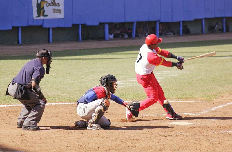 Beisbol habla en Cuba: ¿Cocodrilos comen Toros?