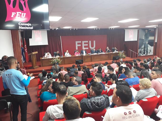 Díaz-Canel: enfrentar la plataforma colonizadora tarea de los universitarios cubanos