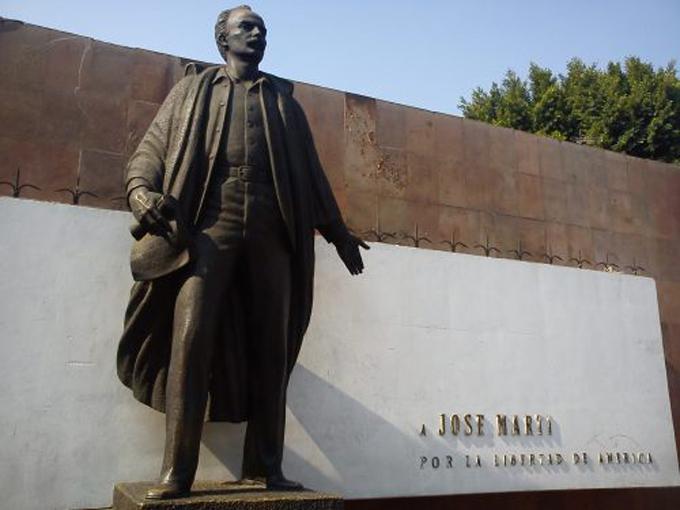 Remozan Mausoleo a Martí en Ciudad de México por su 167 aniversario