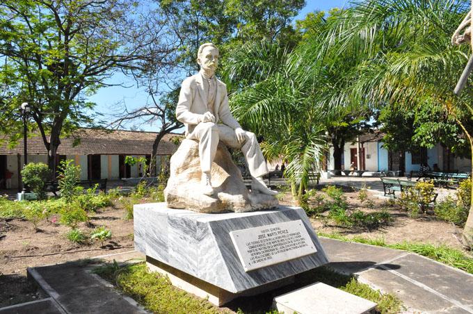 Repudian en Jiguaní actos vándalicos contra José Martí