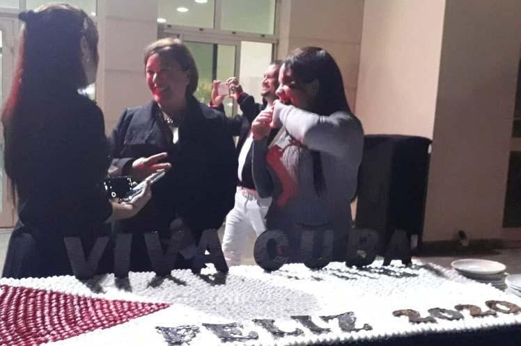 Médicos cubanos en Qatar festejan triunfo de la Revolución