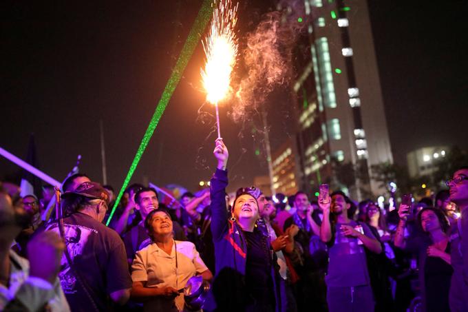 Miles de chilenos celebran nuevo año en la plaza de la Dignidad