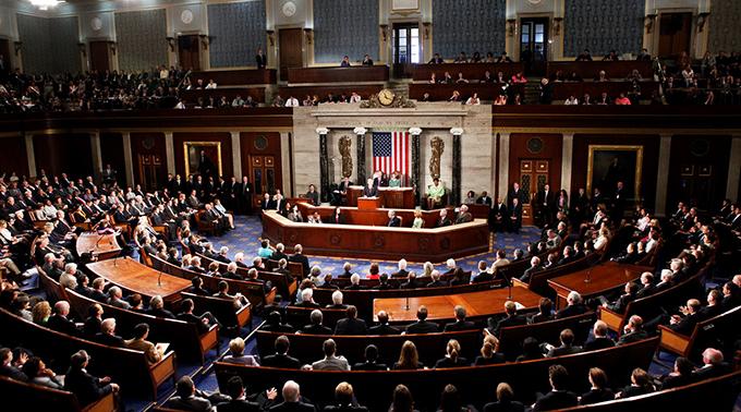 Senado de EE.UU. vuelve a sesiones con juicio contra Trump pendiente
