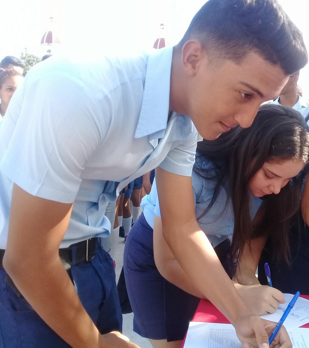 Estudiantes manzanilleros se preparan para ingresar a la Universidad