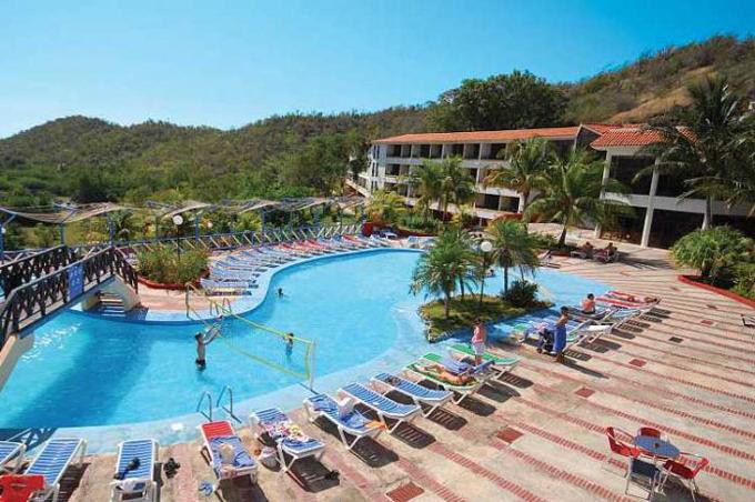 Elevarán atractivo y funcionamiento de instalaciones turísticas de Marea del Portillo (+ fotos y audios)