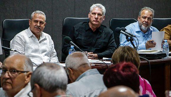Presidente de Cuba exhorta a superar mentalidad importadora
