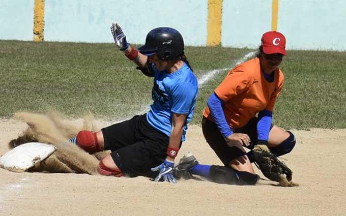 Campeonas debutan con victorias en Nacional de softbol