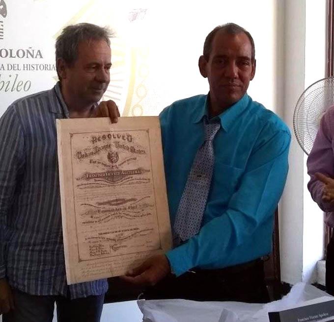 Donan importante documento a la Oficina del Historiador de Bayamo