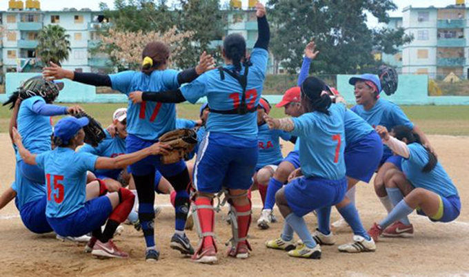 Nacional de softbol femenino: granmenses aseguran un puesto en el podio
