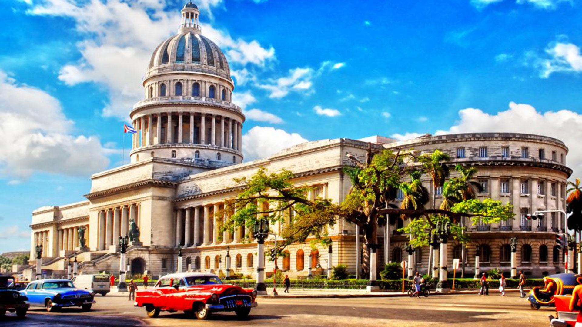 Asiste Presidente cubano a balance del Ministerio de Turismo