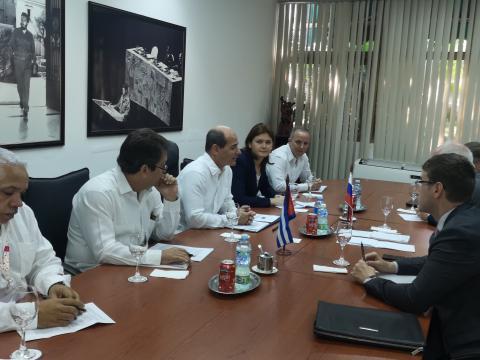 Vicecanciller de Cuba recibe a viceministro ruso de Comunicaciones