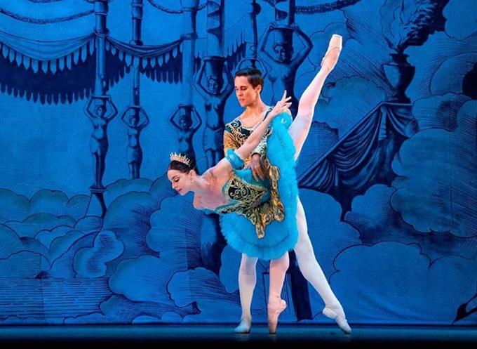 Bailarán Viengsay Valdés y Dani Hernández en la gala internacional Les Etoiles