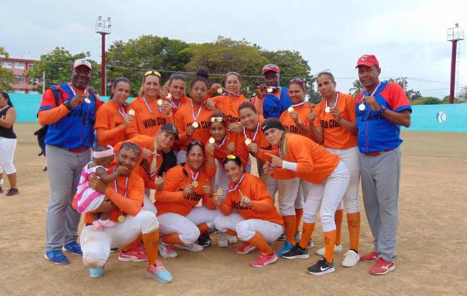 Nacional de softbol femenino: la corona se tiñe de naranja
