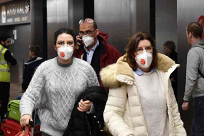 Llamados a la calma y duras multas por cuarentena en capital de Chile