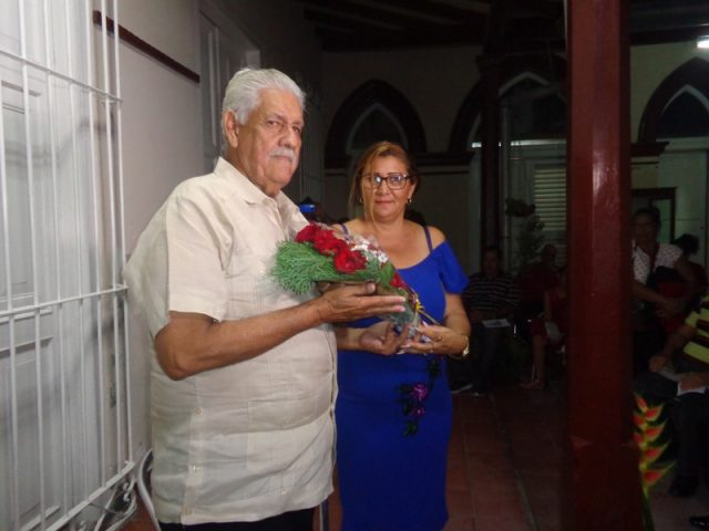 """Homenaje a """"hombre noticia"""" abre jornada de la prensa en Manzanillo"""