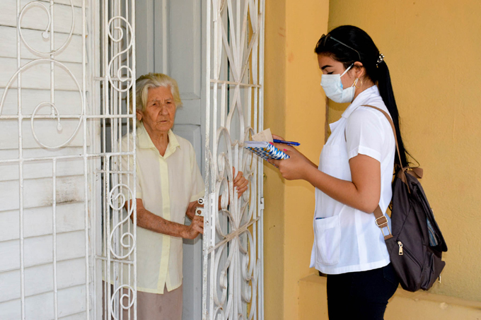 Pesquisas sanitarias, vitales para frenar la Covid-19 en Cuba