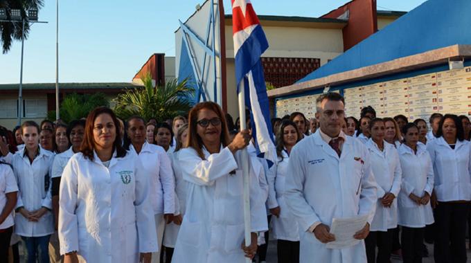Colaboradores de Cuba combaten junto a Jamaica la Covid-19