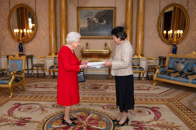 Embajadora de Cuba en Reino Unido presenta credenciales a la Reina