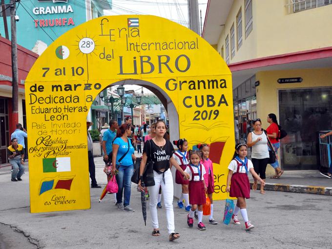 Posponen capítulo granmense de la Feria del Libro