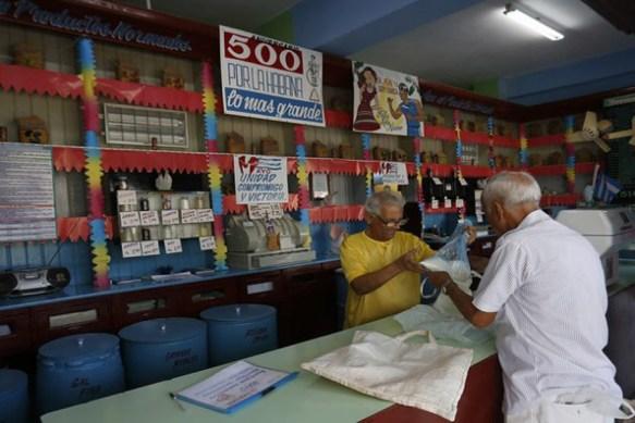 Ante la Covid-19, Cuba anuncia venta controlada y regulada de nuevos productos «por la libreta»