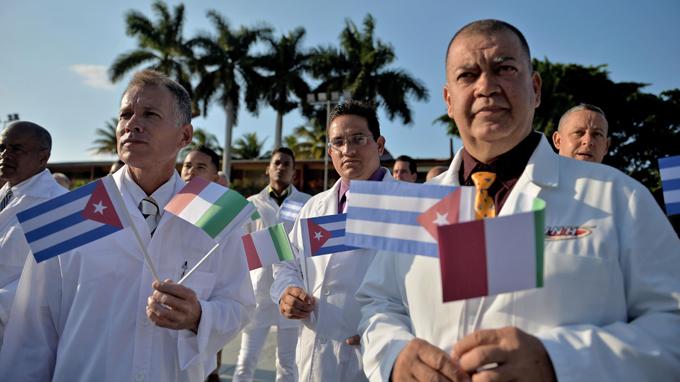 Ministra italiana califica de extraordinario ejemplo la ayuda de Cuba